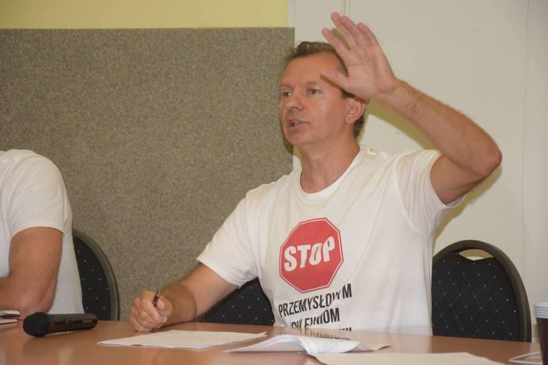 Na zdjęciach komitet protestacyjny na spotkaniu z mieszkańcami Szelejewa