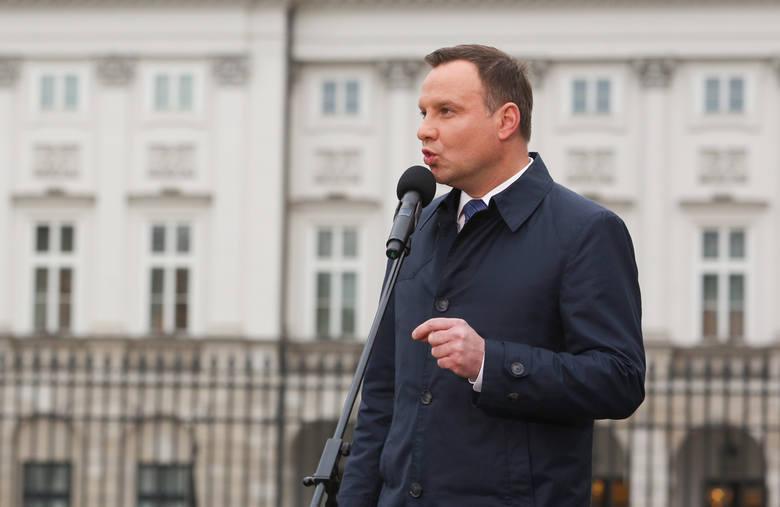 - Zwracam się z apelem: Wybaczmy sobie wzajemnie - mówił na Krakowskim Przedmieściu prezydent Andrzej Duda.