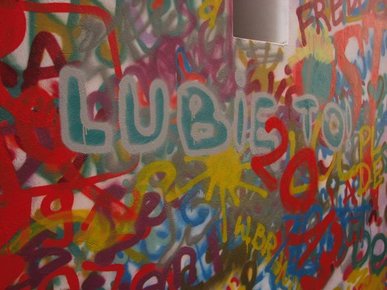 Przy moście Uniwersyteckim powstaje nowy mural (ZDJĘCIA)