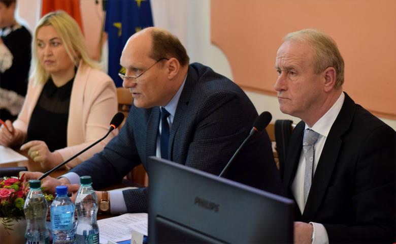 Wiceprzewodniczący rady miasta i szef klubu WZJ Wiesław Strzępek (nz. z prawej) zaznacza, że obojętnie czy wybory będą w formie normalnej czy korespondencyjnej,
