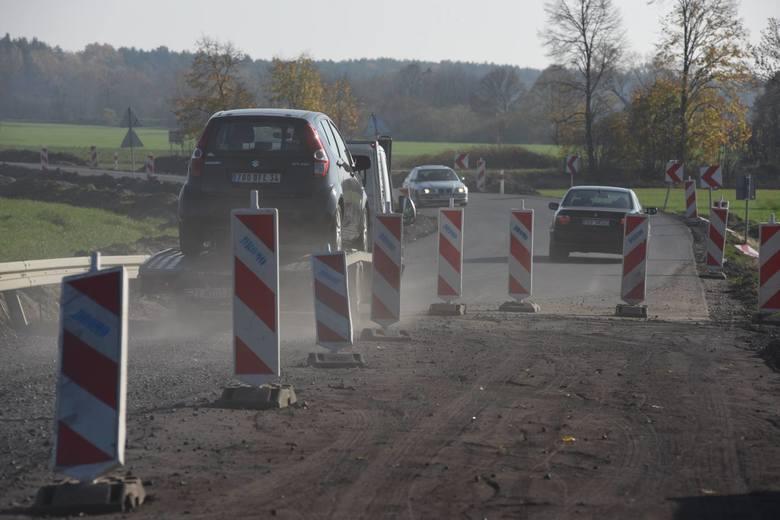 Zarząd Dróg Wojewódzkich w ramach corocznie przyznawanych środków realizuje również zadania polegające na poprawie bezpieczeństwa oraz odnowy dywanikowe