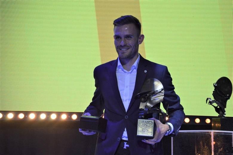 Nie było niespodzianki. Mistrz świata na żużlu Bartosz Zmarzlik został wybrany najlepszym zawodnikiem PGE Ekstraligi. Na uroczystej gali podsumowującej