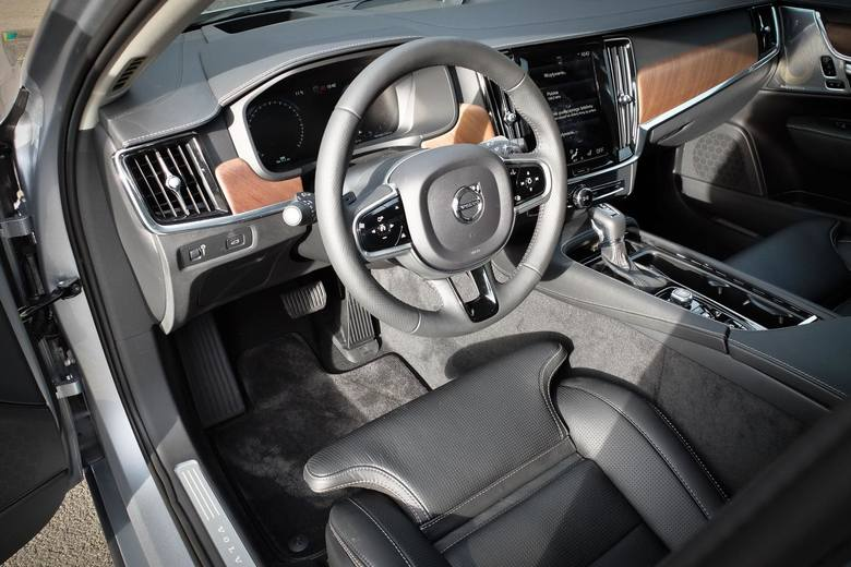Volvo S90 z silnikiem diesla D5, 2000 cm3, 235 km