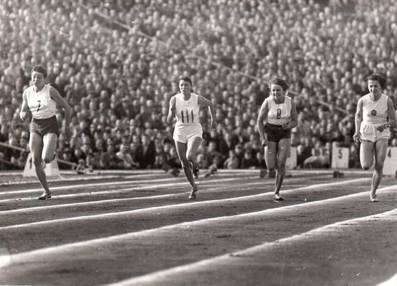 W latach 1952-1964 sprinterka pochodząca z poznańskiej Wildy 33 razy reprezentowała Polskę w lekkoatletycznych meczach międzypaństwowych.