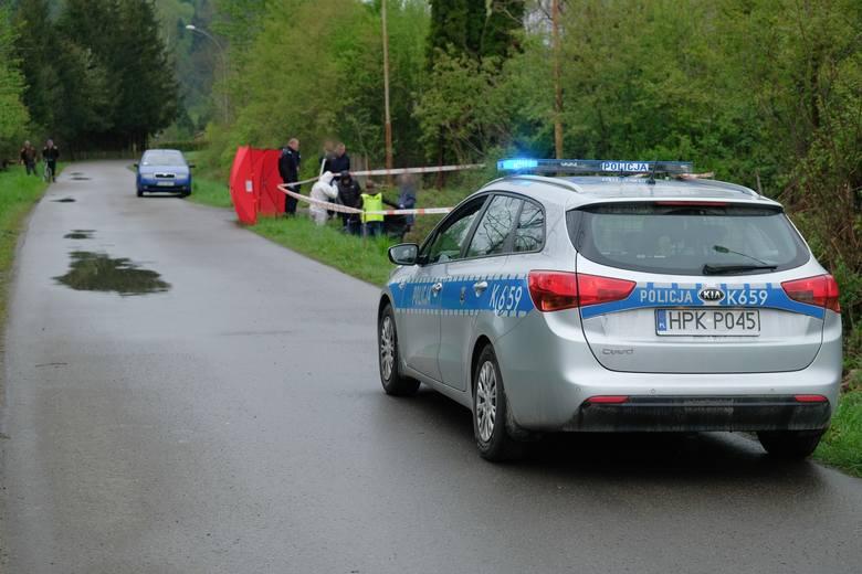 W poniedziałek o godz. 6.25 w miejscowości Słonne (gm. Dubiecko) w powiecie przemyskim, zauważono zwłoki człowieka. Ciało mężczyzny w średnim wieku leżało
