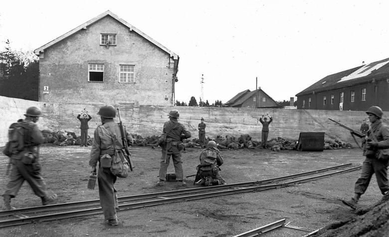 Gdy amerykańscy żołnierze wyzwolili Dachau i przekonali się o skali okrucieństwa  Niemców, sprawiedliwość wymierzyli na miejscu