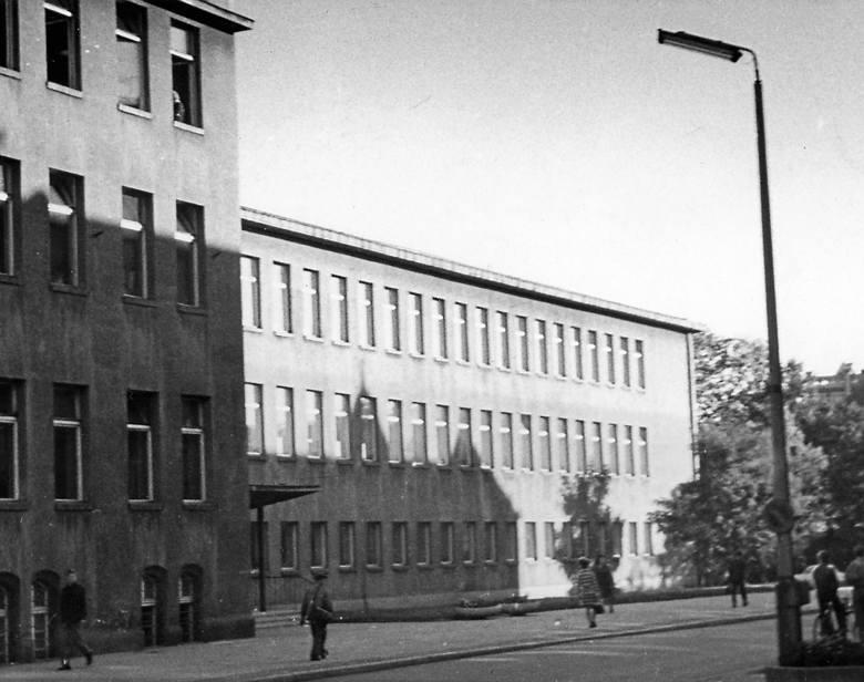 W budynku przy ul. Matejki 8 szkoła działa od 1920 roku