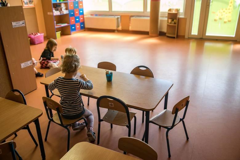 Jeśli np. przedszkole zostanie otwarte, ale nie będzie mogło zapewnić opieki wszystkim dzieciom, rodzicom przysługiwać będzie dodatkowy zasiłek opiekuńczy.