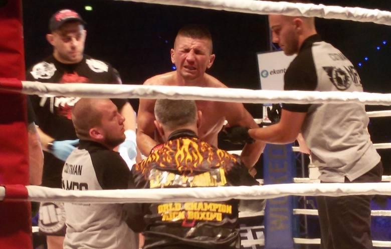 Grymas bólu na twarzy Tomasza Makowskiego - pechowo zakończyła się dla mistrza świata gala MFC 8 w Zielonej Górze