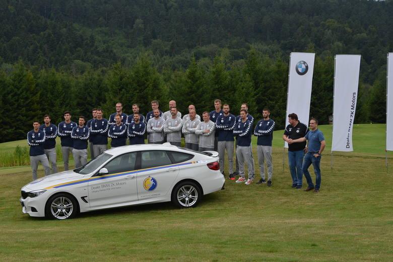 W Arłamowie, podczas zgrupowania piłkarzy ręcznych PGE VIVE Kielce, zaprezentowano samochód BMW  GT3 w barwach kieleckiego klubu. Takie auta na przełomie