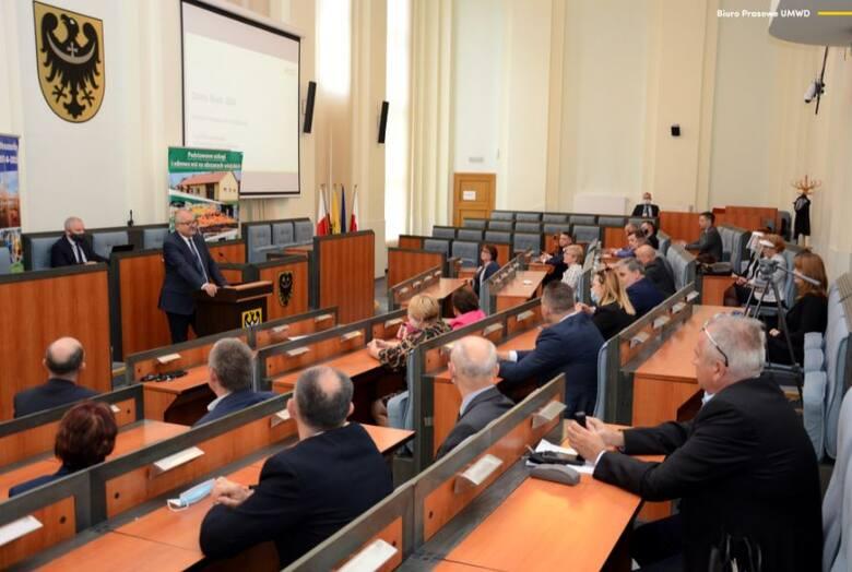 Po rządzących Wrocławiem i parlamentarzystach, pod lupę wzięliśmy oświadczenia majątkowe  najważniejszych samorządowców w regionie.  Ujawniamy, co mają