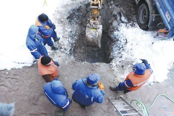 Fachowcy mieli duże problemy, żeby znaleźć pękniętą rurę. Odnaleźli ją dopiero około godziny 14.