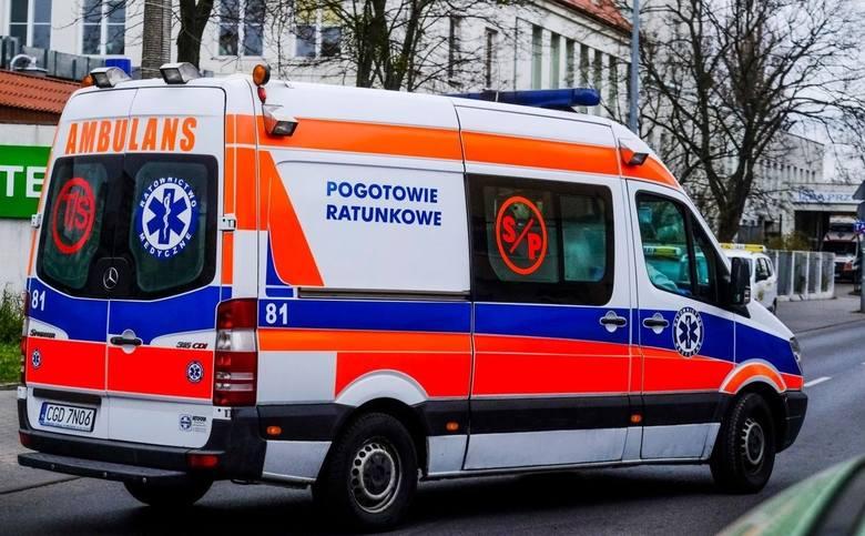 66-letnia rowerzystka została potrącona na oznakowanym przejeździe rowerowym. Kobieta trafiła do szpitala.