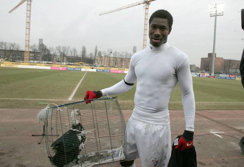 Konsekwentnie dążył do futbolu znacznie bardziej ambitnego. W Polsce zaczynał grając w Granicy Lubycza Królewska. Z czasem dał się poznawać jako kompletny
