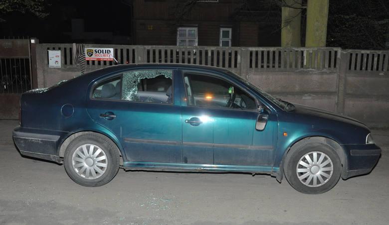 Policjanci zatrzymali 34-letniego mieszkańca Zgierza, który uszkodził skodę octavię należącą do obecnego przyjaciela jego byłej małżonki. Straty oszacowano