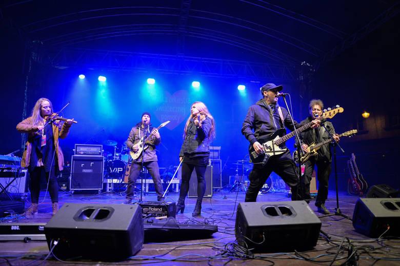 Jednym z koncertów podczas 28. Finału WOŚP w Przemyślu był występ zespołu KSU.Zobacz też:• Przemyskie morsy wspierają Wielką Orkiestrę Świątecznej Pomocy