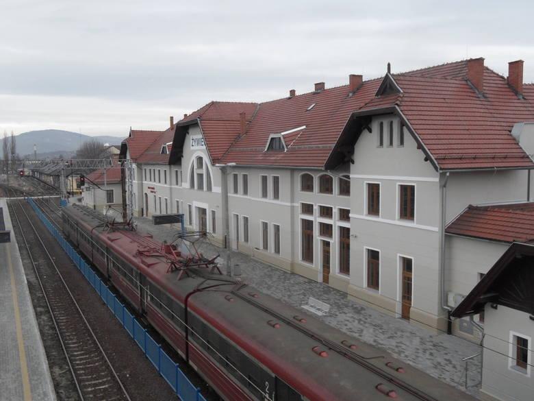Wyremontowano także dworzec w Żywcu, który zyskał m.in. nową elewację.