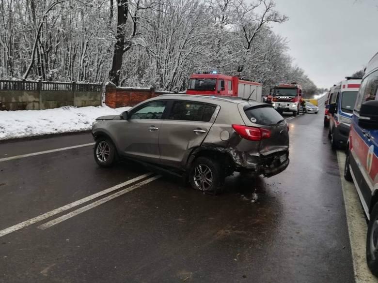 Zbadano trzeźwość 38-letniego mieszkańca Łodzi, który w poniedziałek spowodował śmiertelny wypadek na dk nr 14 pod Zgierzem. Mężczyzna z urazem klatki