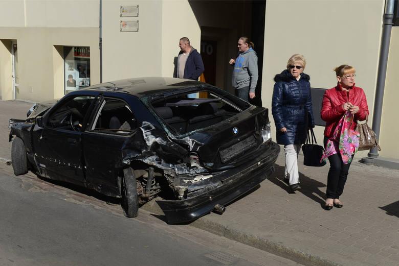 """W marcu 2015 roku w Poznaniu doszło do tragedii. Na ul. Wierzbięcice """"ścigali się"""" ojciec z synem. 19-latek, który kierował BMW, stracił panowanie nad autem i wjechał w dwójkę pieszych. Jeden z nich zmarł."""