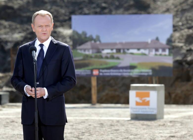 Donald Tusk zainaugurował w Gdańsku budowę Wspólnoty Domowej im. Arama Rybickiego [ZDJĘCIA]