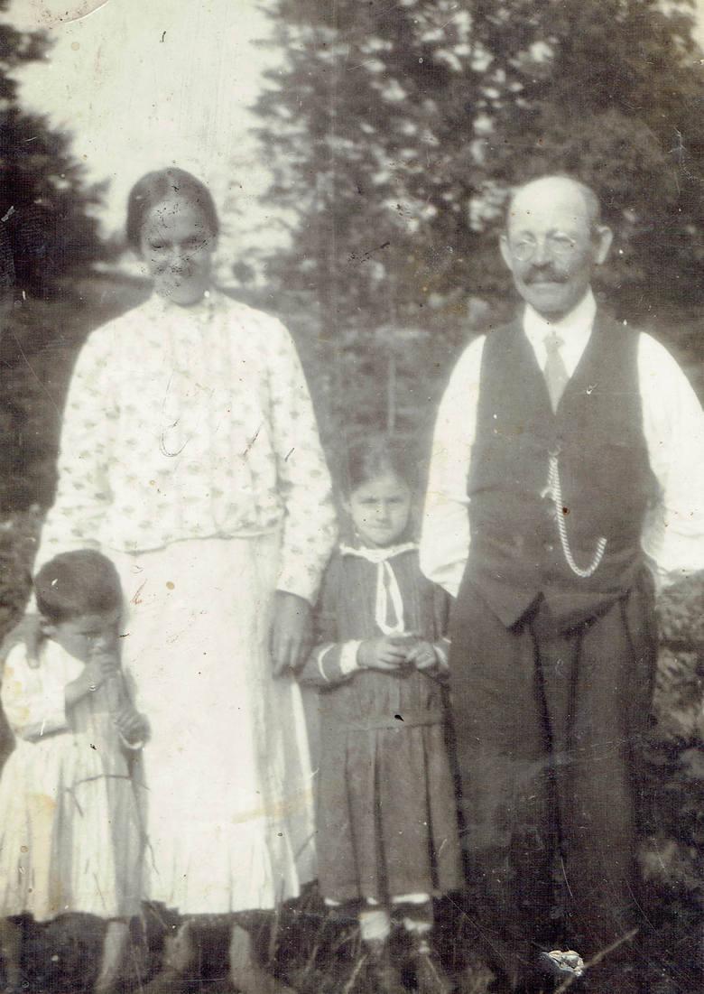 Stefania i Jan Buchałowie z dziećmi, z lewej Marcin i Jadwiga
