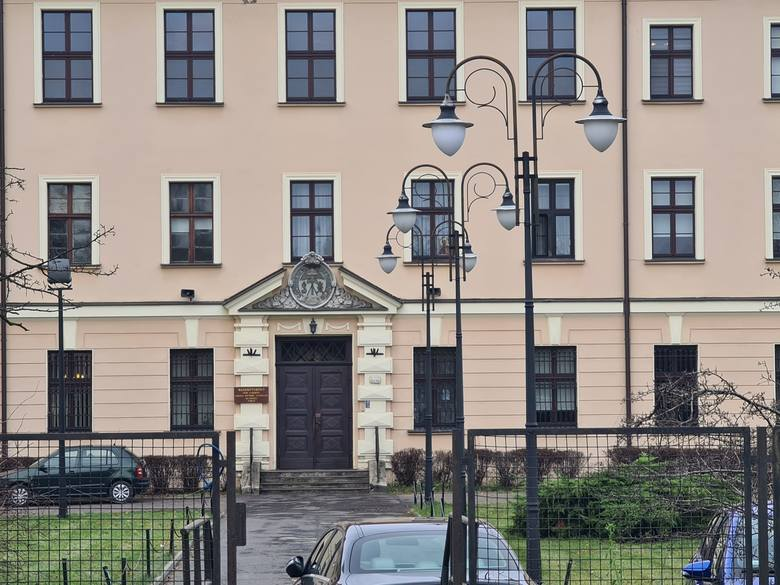 Tadeusz Rydzyk zamieszkuje w domu zakonnym Zgromadzenia Najświętszego Odkupiciela w Toruniu, czyli prościej mówiąc: w klasztorze ojców redemptorystów
