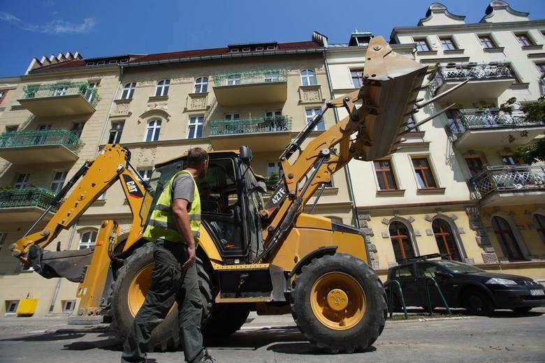 Wakacje to najgorętszy czas w mieście także ze względu na remonty. Mniejsze natężenie ruchu drogowego i pasażerskiego powoduje, że właśnie wtedy prowadzone