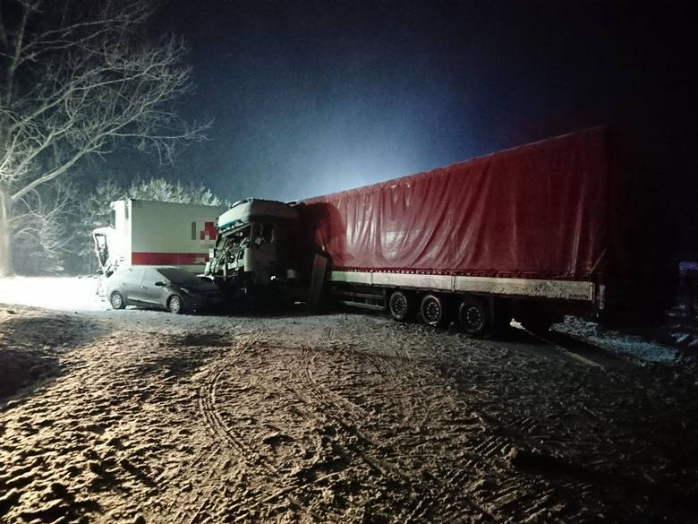 W zdarzeniu brało udział drugie auto osobowe, jego kierowca jadący od strony Domurat czekał na skrzyżowaniu aby włączyć się do ruchu z drogi podporz