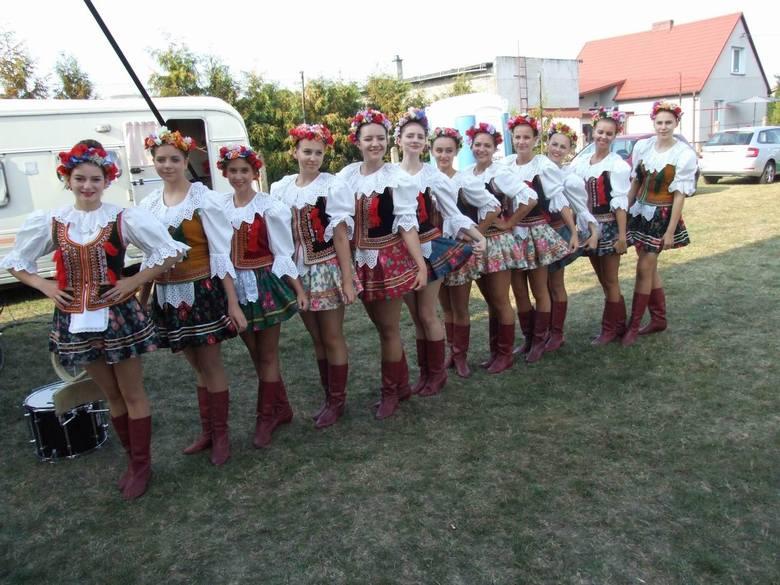 Dożynki powiatowe w Kijewie Królewskim - tam świętowali rolnicy z całego powiatu w miniony weekend. Starostowie kijewskich dożynek to Edyta Machel i