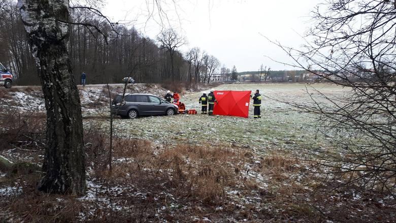 Policjanci otrzymali zgłoszenie o zdarzeniu drogowym o godzinie 8.44. Na drodze Tur - Samoklęski Małe kierujący pojazdem marki Ford Galaxy potrącił kobietę.