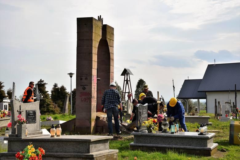 Rozebrali nielegalny pomnik UPA w Hruszowicach