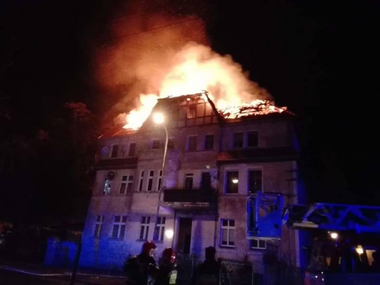 Wrocław: Duży nocny pożar kamienicy w Leśnicy [ZDJĘCIA]