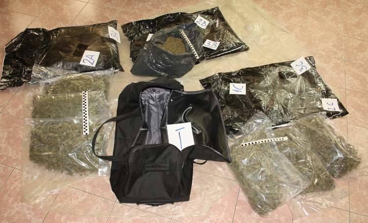 W torbach funkcjonariusze celni znaleźli prawie 14 kg marihuany, wartej na czarnym rynku blisko 410 tys. zł.