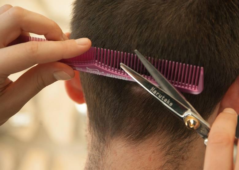 Szukasz kogoś, kto przygotuje Ci modną fryzurę? Oto TOP salonów fryzjerskich w powiecie szydłowieckim według ocen zamieszczonych w wyszukiwarce Google.
