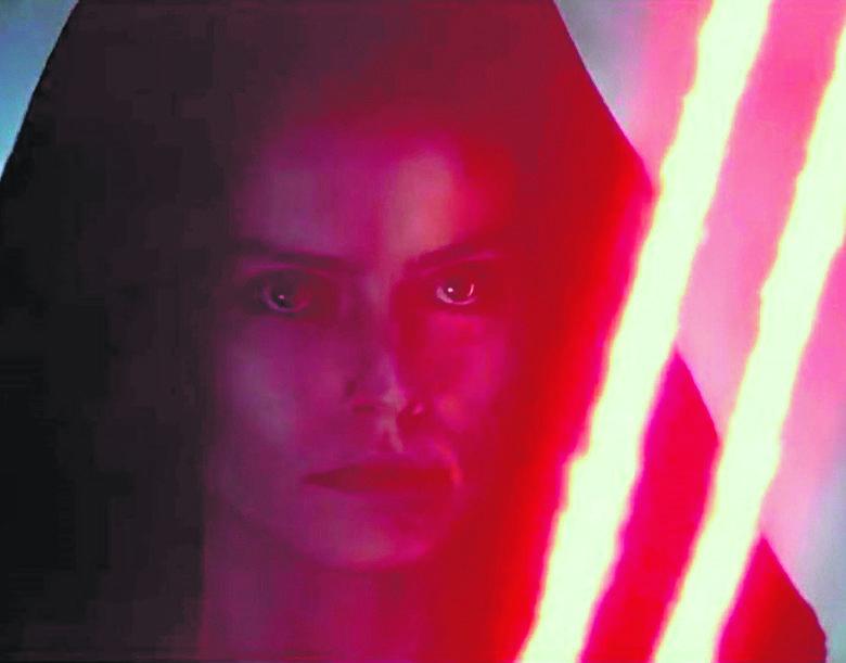 """Czy Rey (w tej roli Daisy Ridley) w dziewiątej części """"Gwiezdnych wojen"""" przejdzie na ciemną stronę mocy?"""