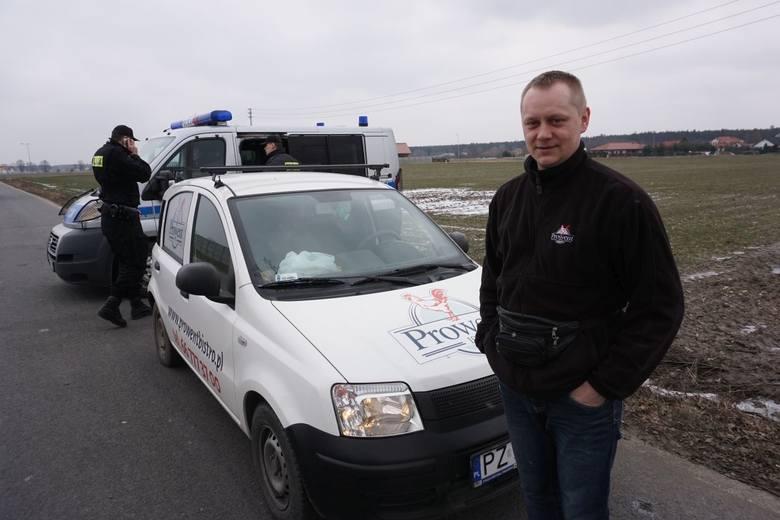 Damian Nawrocki, nim wjechał do wsi, został zatrzymany przez policję. Wjeżdżać mogą tylko mieszkańcy Bolesławca