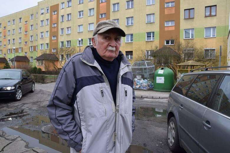 Konieczny jest remont wewnętrznych uliczek na osiedlu Fredry w Nowej Soli. Zbigniew Stadnik podkreśla, że po deszczu nie ma jak przejść
