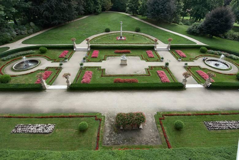 Pięknieje ogród włoski przy łańcuckim zamku. Jest nowy system nawadniający [ZDJĘCIA]