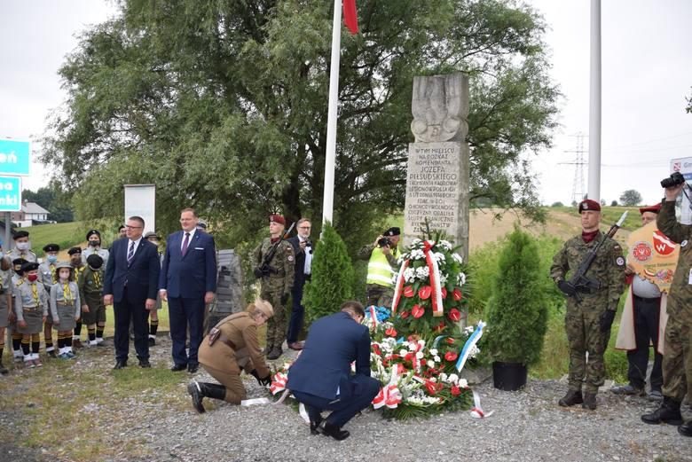 I Kompania Kadrowa uczciła tych, którzy obalali słupy państw zaborczych. Hołd przy obelisku na komorze celnej w Michałowicach