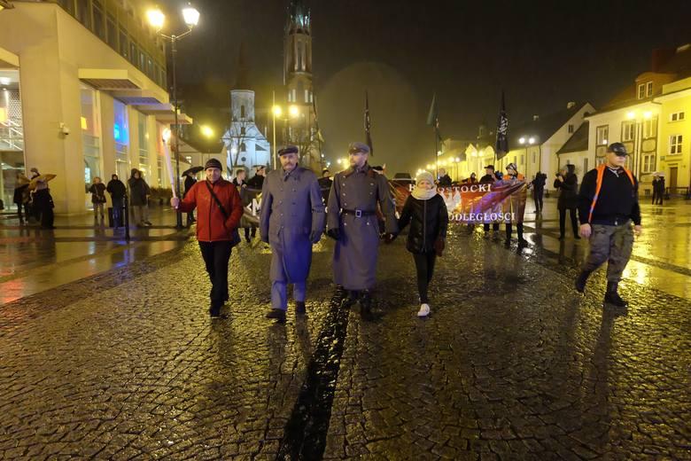 Siódmy Białostocki Marsz Niepodległości wyruszył 10 listopada o godz. 17 spod pomnika marszałka Józefa Piłsudskiego na Rynku Kościuszki.