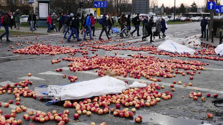 Protest rolników na placu Zawiszy