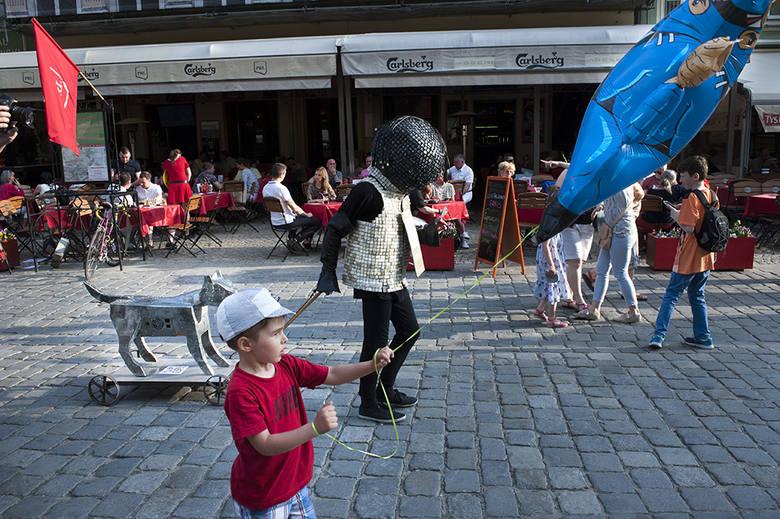 Działania świecian wzbudziły żywe zainteresowanie spacerujących po wrocławskich ulicach.