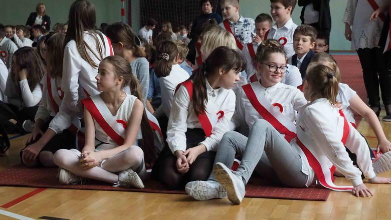 Z okazji zbliżającego się Święta Niepodległości, w piątek w Szkole Podstawowej nr 17 w Koszalinie odbyła się uroczystość patriotyczna.