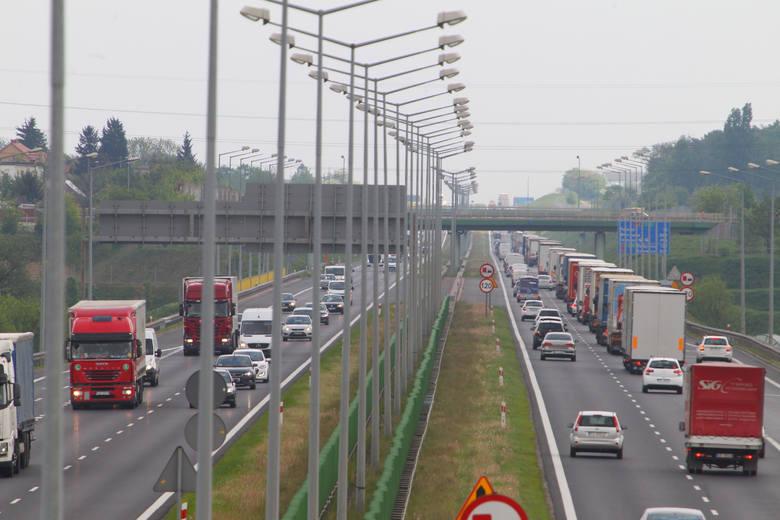 Autostrada A2 przebiega od Warszawy do granicy polsko-niemieckiej. Codziennie z południowej obwodnicy Poznania, która jest częścią autostrady, korzysta