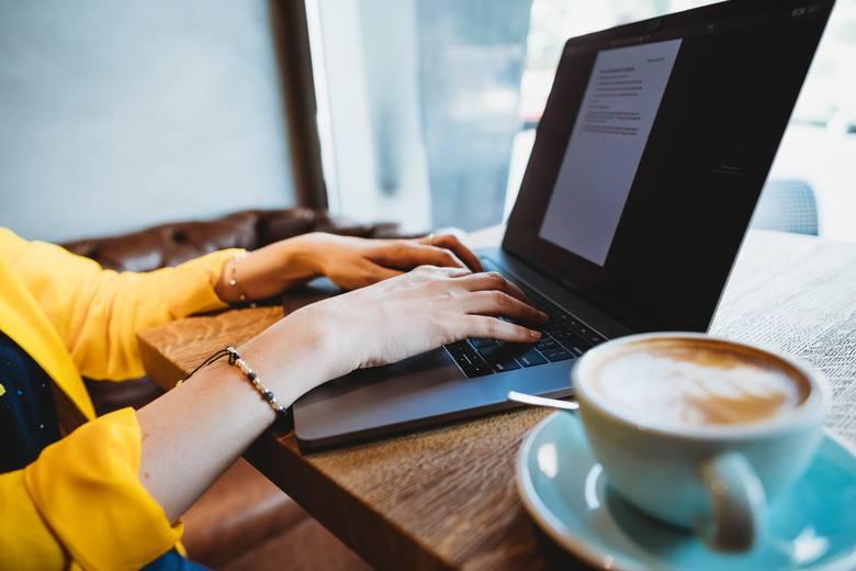 Czy firma powinna dopłacać pracownikom zdalnym do kawy i klimatyzacji?