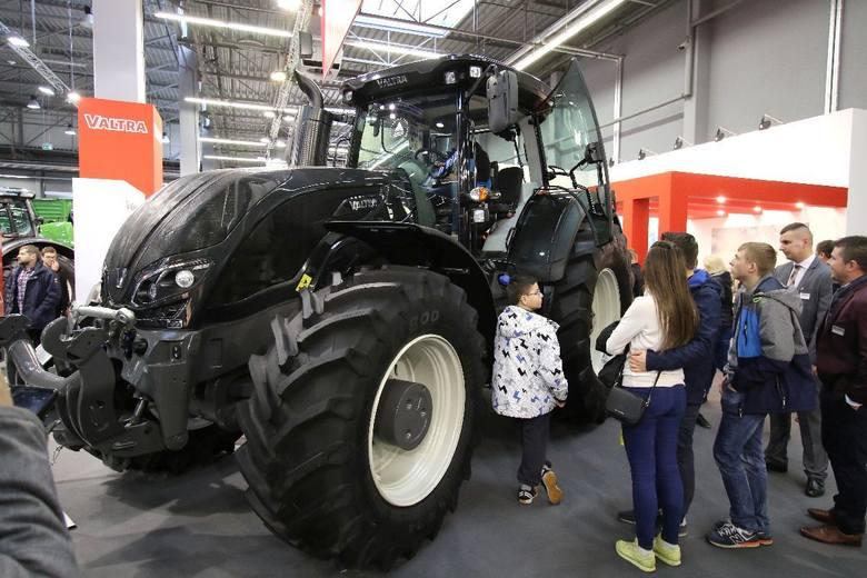 Na stoisku Valtry największy i najdroższy model  S394. Wytwarza moc 405 KM i 1600 Nm. ZOBACZ: Agrotech 2018. Kosmiczna technologia w traktorach - zobacz