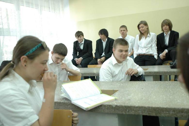 """Egzamin gimnazjalny 2012 w """"Jedynce"""" w Opolu. Dzień pierwszy."""