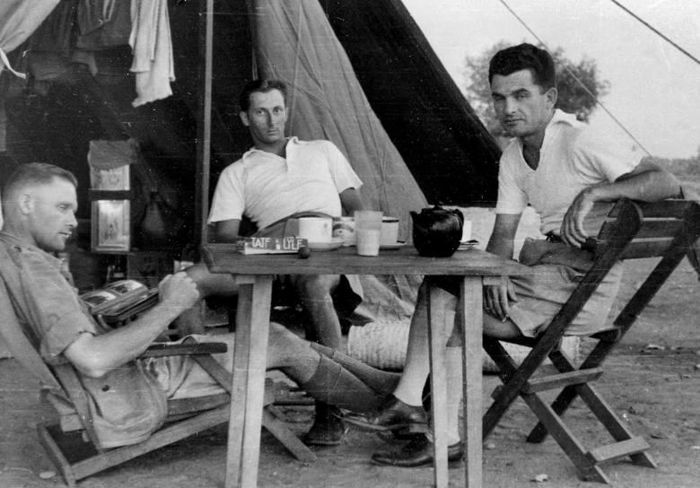 Polscy oficerowie w służbie brytyjskiej. Od lewej: kpt. Wyganowski, por. Menczyk, por. Kowalik (Nigeria, 1942 r.)
