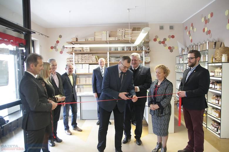 We wtorek 5 lutego oficjalnie przecięto wstęgę w nowych pomieszczeniach Regionalnego Związku Pszczelarzy Ziemi Kujawskiej i Dobrzyńskiej. Janusz Lambarski,