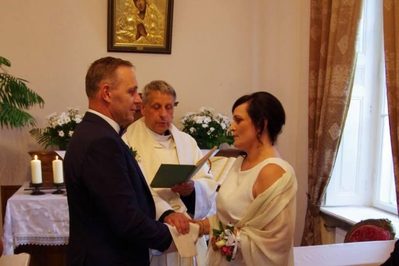 Jolanta i Marek Świerczyńscy z Kraszewa w Gminie Dmosin świętowali w niej 30 – lecie swojego małżeństwa.